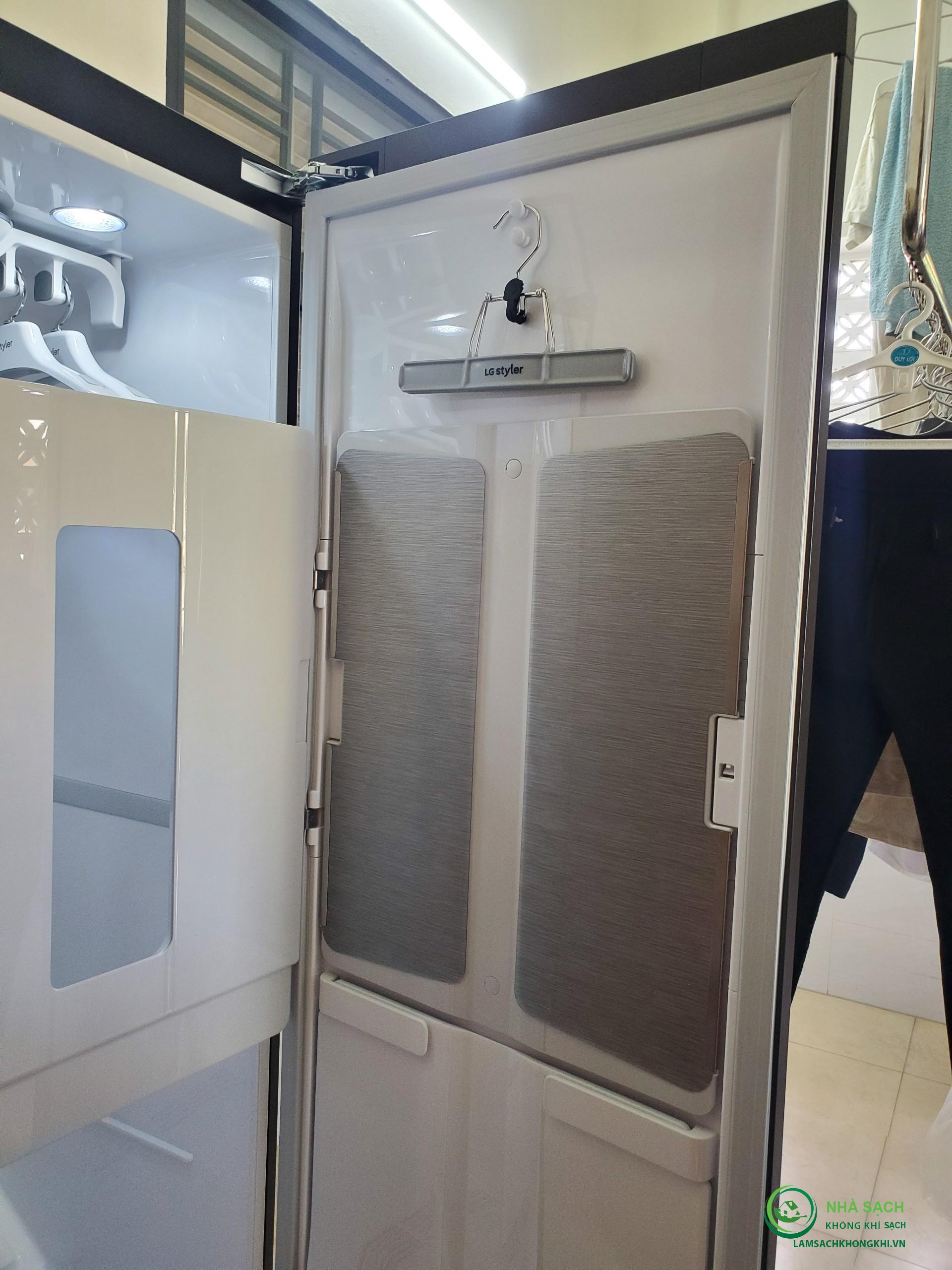 Đánh giá chức năng quản lý nếp nhăn trên máy giặt hấp sấy LG Styler