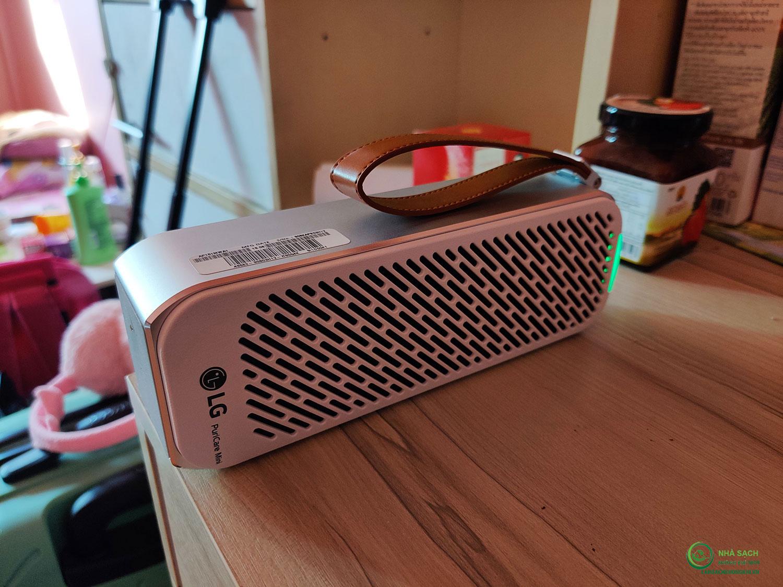 Máy lọc không khí mini LG PuriCare kiểm tra mức độ ô nhiễm