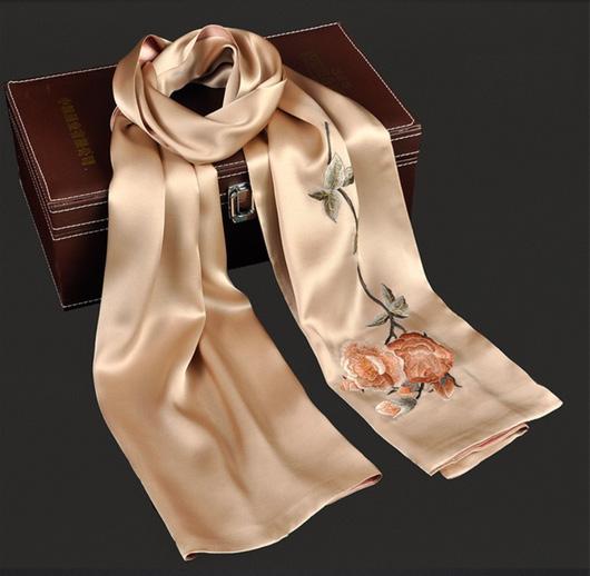 Hướng dẫn bảo quản quần áo tơ lụa luôn bóng