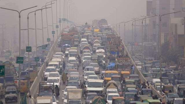 Người ngồi ô tô chịu ô nhiễm gấp đôi người đi trên vỉa hè